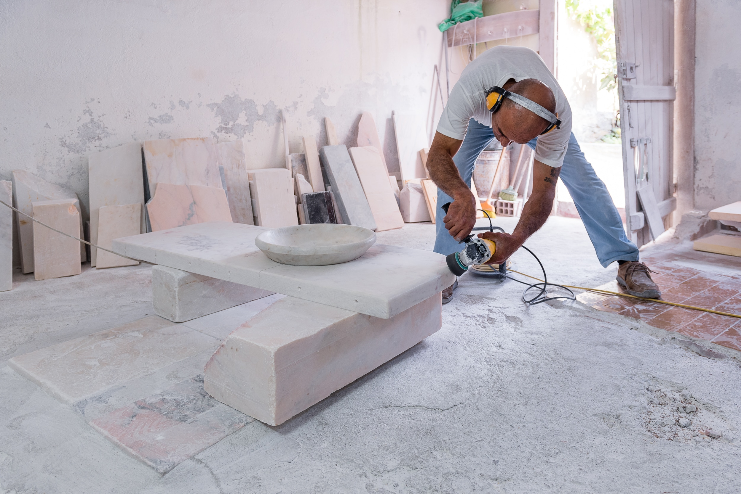 Dá Licença - About - Purpose - Working marble