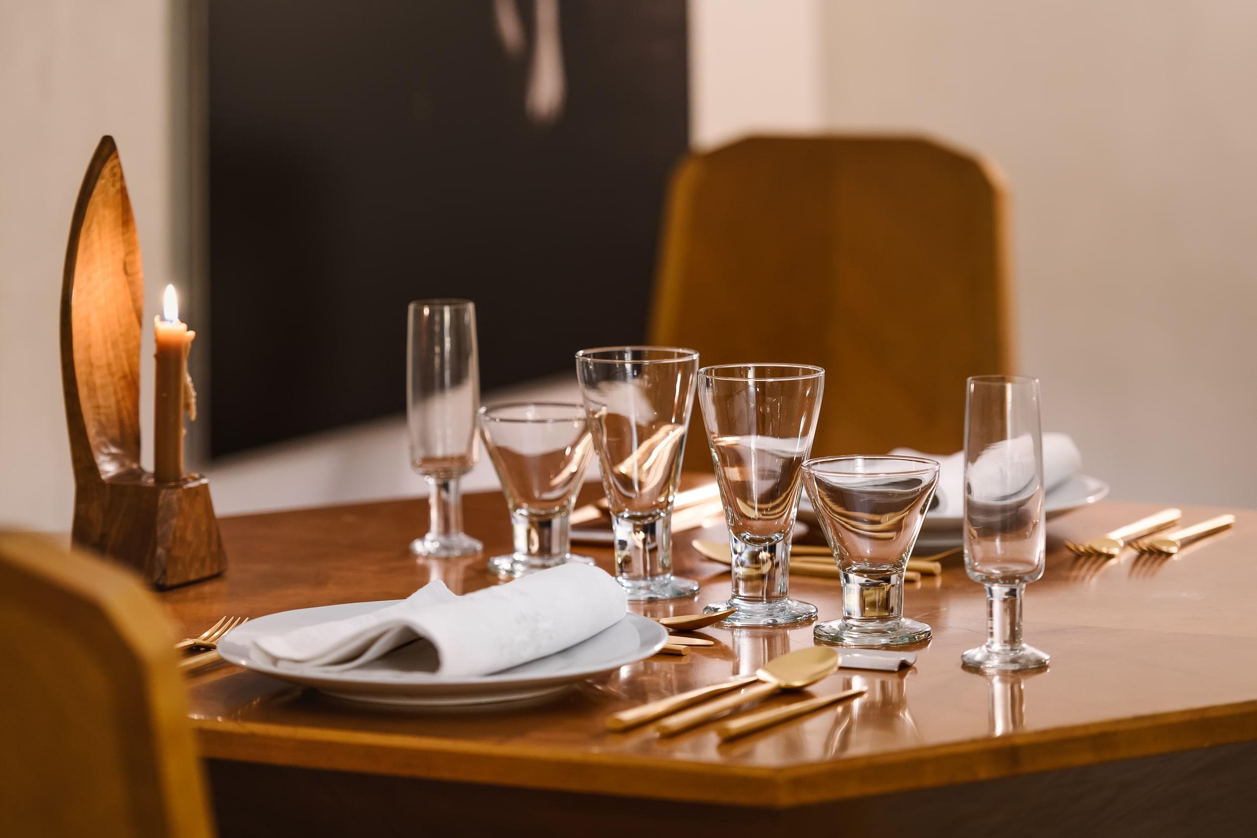 Dá Licença - Experiences - Cubism Room - Table
