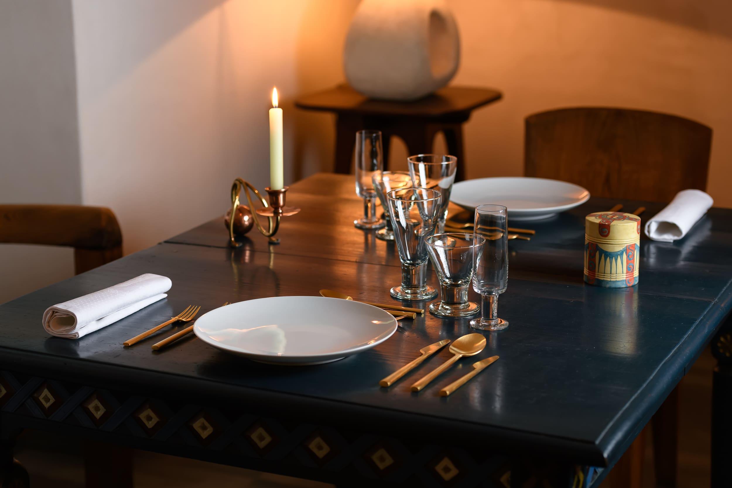 Dá Licença - Experiences - Symbolism Room - Table